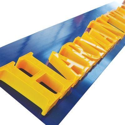 Licht: unbeleuchtet Front: Aluminium Zarge: Aluminium Rückwand: Aluminium oder PVC